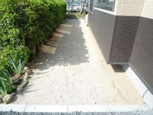 小粒砂利敷き